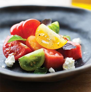 Салат из помидор и арбуза