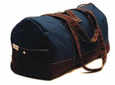 7e4432d5392e Эта Henry Brown Admiral Navy Overnight Duffel Bag (около 160$) – настоящий  multi-tasker. Да, оно дорогая, и это своеобразный вызов, но вы можете  оправдать ...